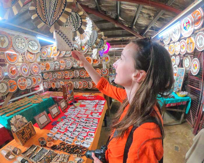 TRAVEL TIPS Handicraft Market Looking At Souvenirs Mandatory Credit To TongaPocketGuide